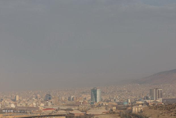 برای سومین روز پیاپی، هوای تبریز در شرایط ناسالم برای گروههای حساس قرار گرفت