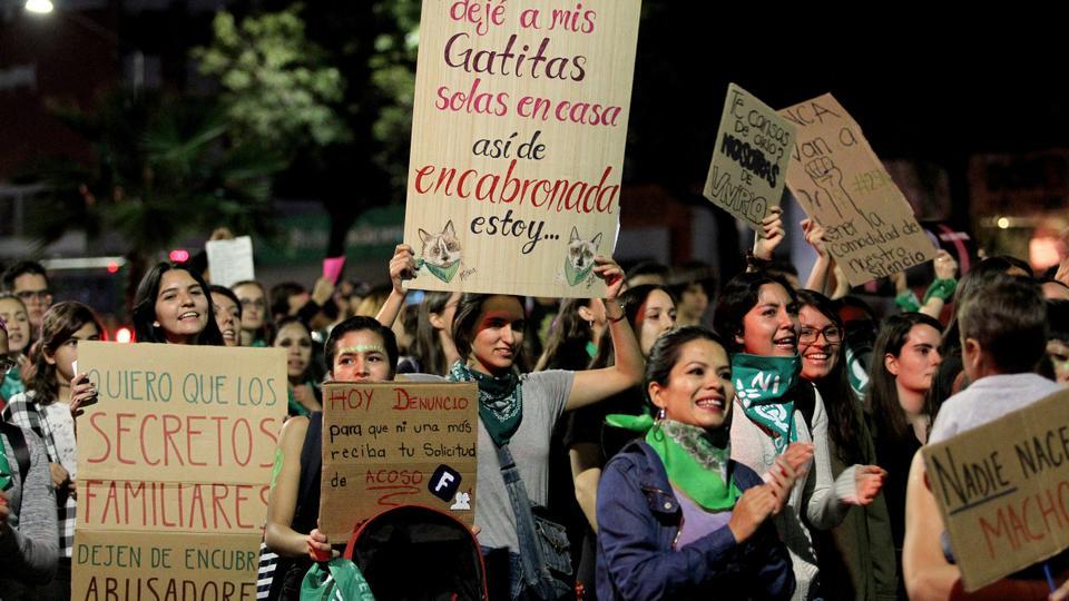 تظاهر مردم مکزیک در حمایت از زنان  روز جهانی حذف خشونت علیه زنان