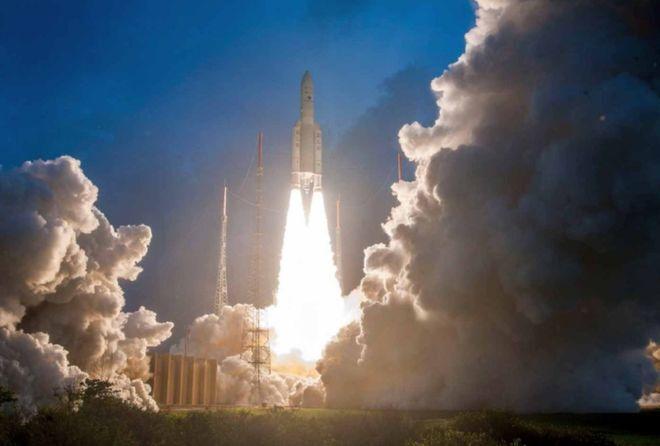 هند، موشکی حامل ۱۴ ماهواره به فضا پرتاب کرد