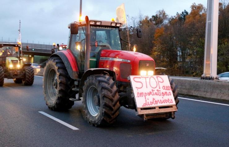 تراکتورها در اعتراض به دولت فرانسه
