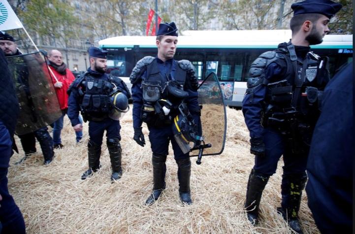 حضور پلیس در کنار کشاورزان معترض فرانسه