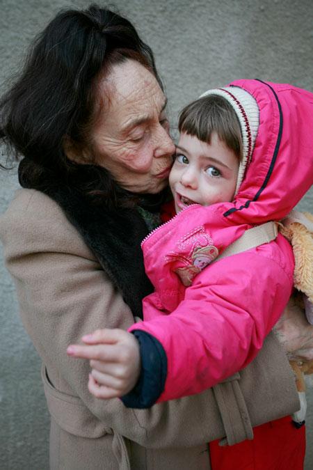 ماجرای زنی که در 66 سالگی برای اولین بار مادر شد! (+عکس)