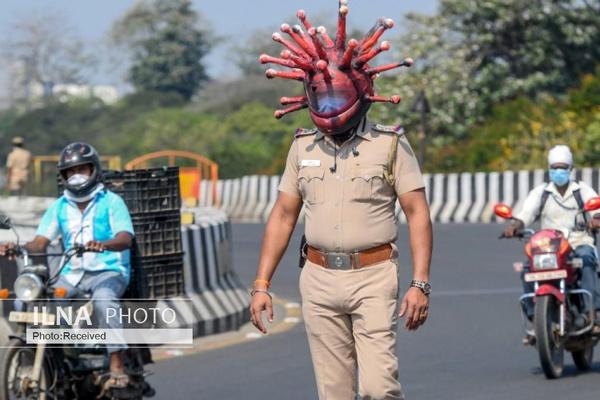 پلیس هند با کلاه کرونایی