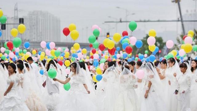 تجمع با لباس عروس