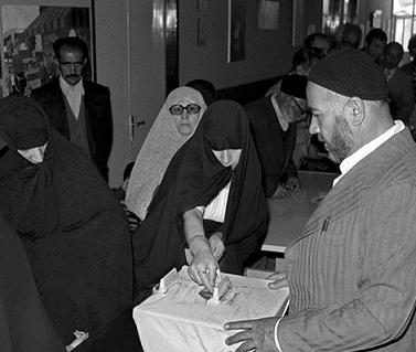 20 نکتۀ تاریخی در سالروز همه پرسی «جمهوری اسلامی»/  «که هم دین دهد هم دنیا به ما...»