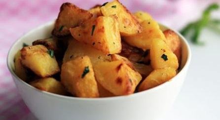 طرز تهیه سیبزمینی تنوری در فر؛ کمکالری و سالم