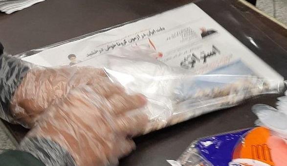 توزیع روزنامه ایران به صورت بسته بندی و همراه دستکش