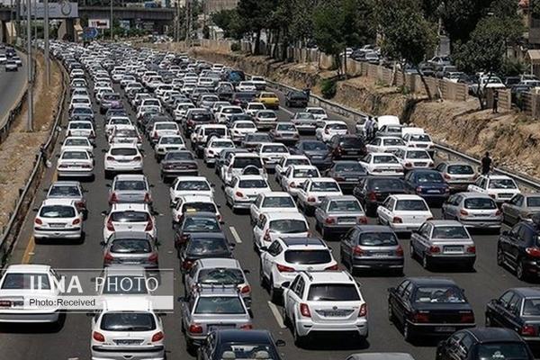 ترافیک سنگین در آزادراه قزوین_کرج_تهران / بارش برف و باران در جاده های ۱۱ استان کشور