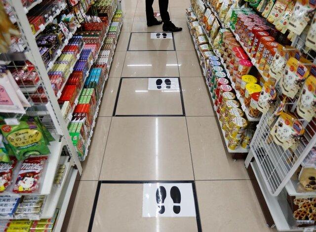 فاصله گذاری اجتماعی در فروشگاههای ژاپن (+عکس)