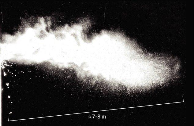 تحقیقات جدید: از افراد مبتلا به کرونا ۸ متر فاصله بگیرید