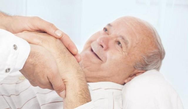 پرستار سالمند در منزل و مراقبت از زخم بستر