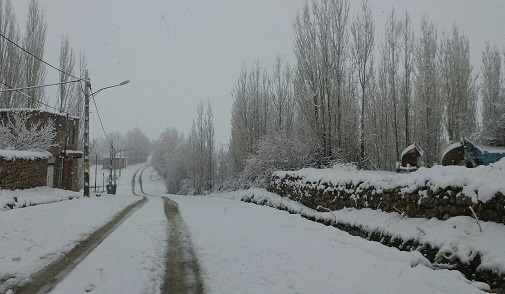 بارش برف راه ارتباطی ۲۰۰ روستای الیگودرز در خرم آباد را بست