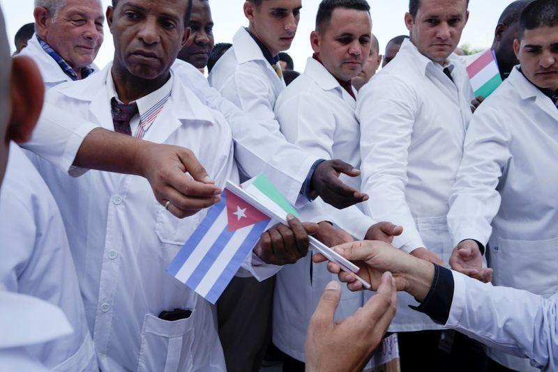 پزشکان کوبایی فرشته نجات مبارزه با کرونا (+عکس)