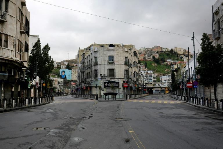 شدیدترین قرنطینه جهان در اردن: بازداشت 1600 نفر / خرید از سوپرمارکت فقط غیرحضوری / توزیع نان درب خانه ها