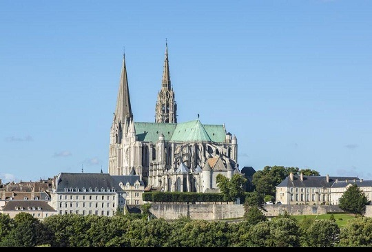 کرونا / به صدا در آمدن ناقوس کلیساها در فرانسه