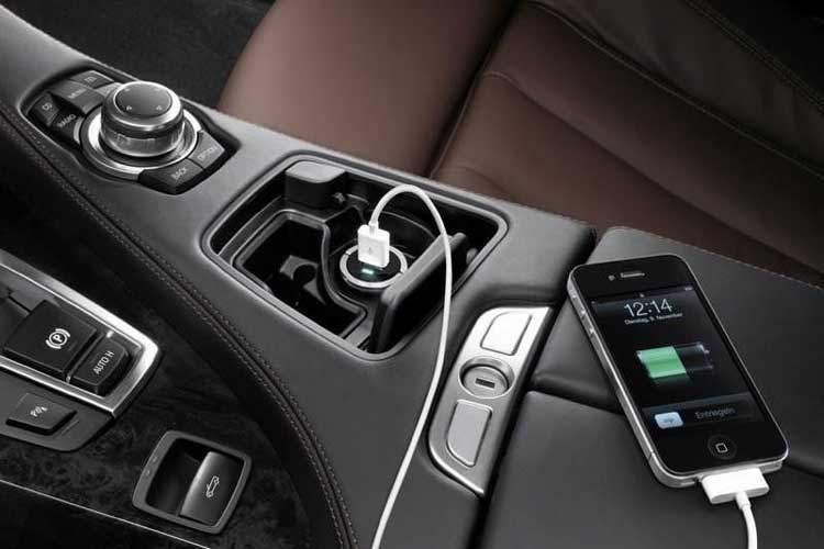 شارژ کردن گوشی در ماشین