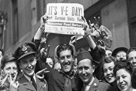 جشن سراسری، لحظه ای پس از پایان جنگ جهانی!(+عکس)