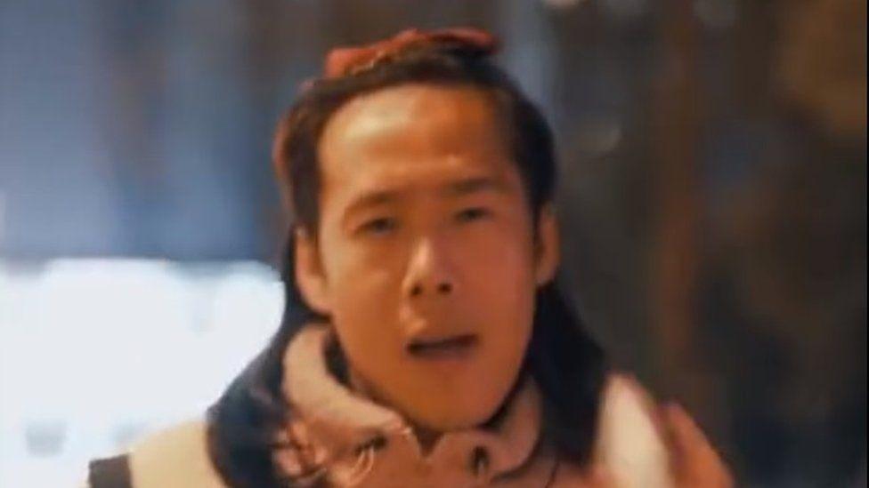 آگهی جنجال برانگیز یک دستمال آرایش پاک کن در چین/ منتقدان: تیعیض و توهین جنسیتی است