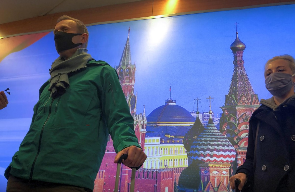بازداشت ناوالنی به محض ورود به روسیه/ پلیس حامیان او را دستگیر کرد