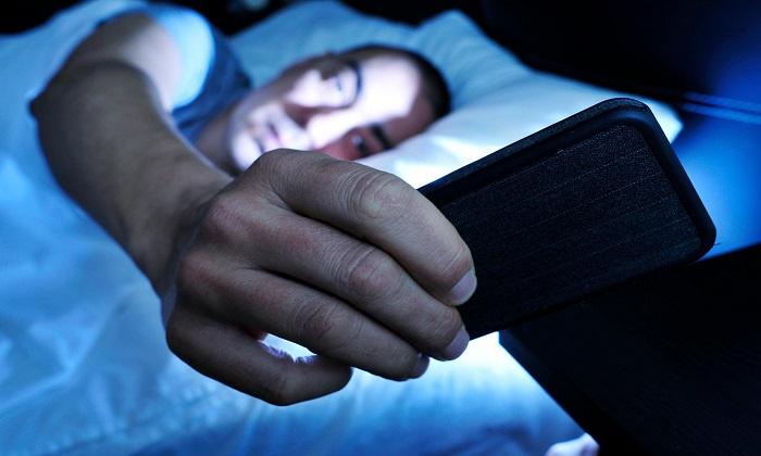 6 دلیل مهم برای عدم استفاده از گوشی هوشمند هنگام شب