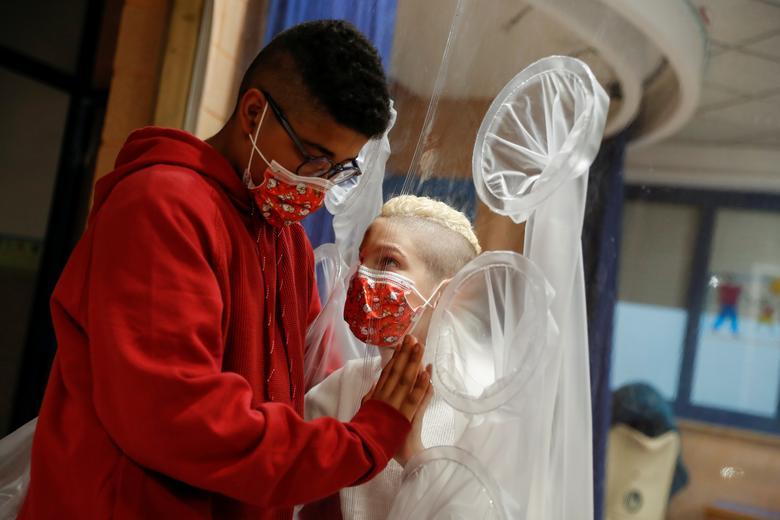 کریسمس کرونایی در بیمارستانهای جهان (+عکس)