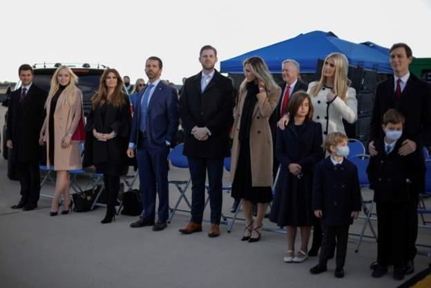 خانواده و طرفداران  ترامپ در پایگاه هوایی اندروز (+عکس)
