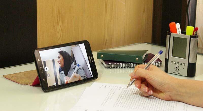 اهدای ۴۰۰ تبلت به دانش آموزان نیازمند