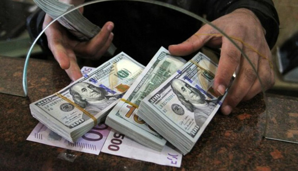 روند صعودی نرخ دلار در صرافی بانک ها