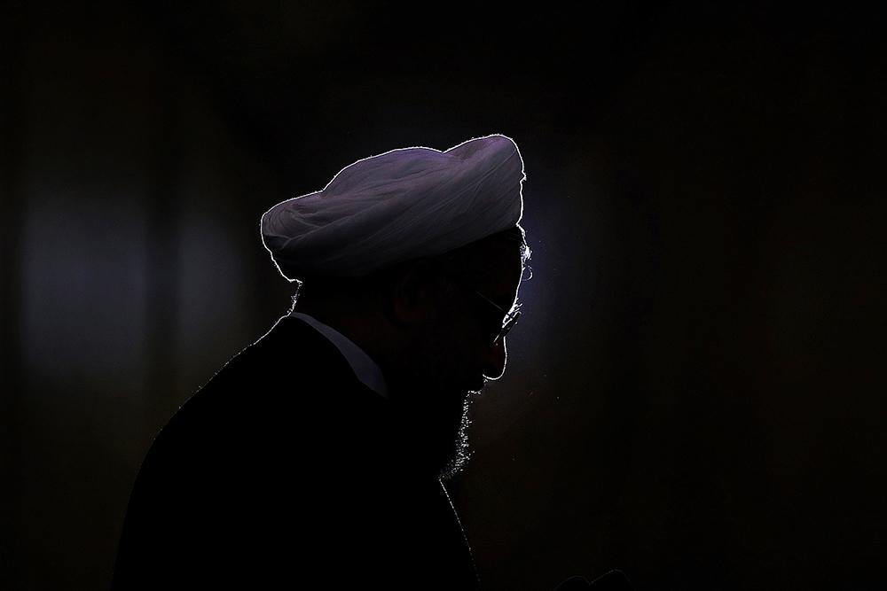 چرا روحانی تبدیل به تنها ترین رییس جمهور ایران شده است؟