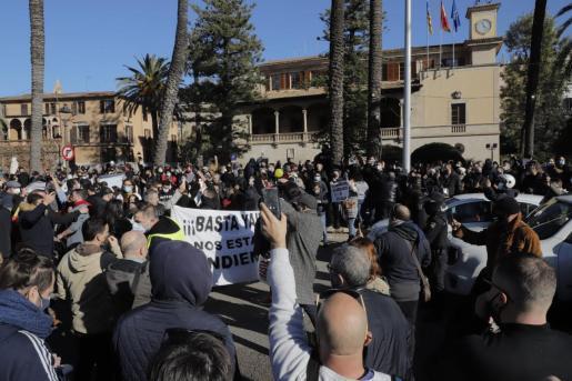اعتراض به محدودیتهای کرونایی در جزایر بالئاری