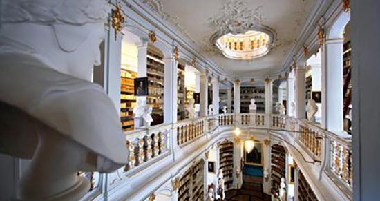 کتابخانه آنا آمالیا