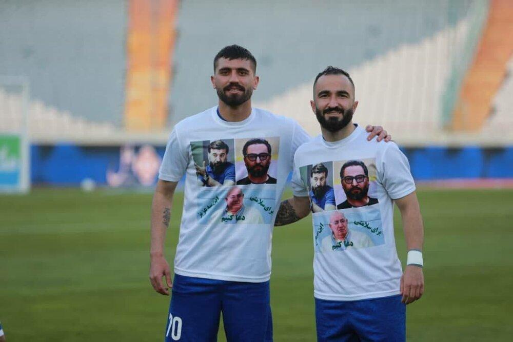 تصویر پرسپولیسیها روی پیراهن دو بازیکن استقلال (+عکس)