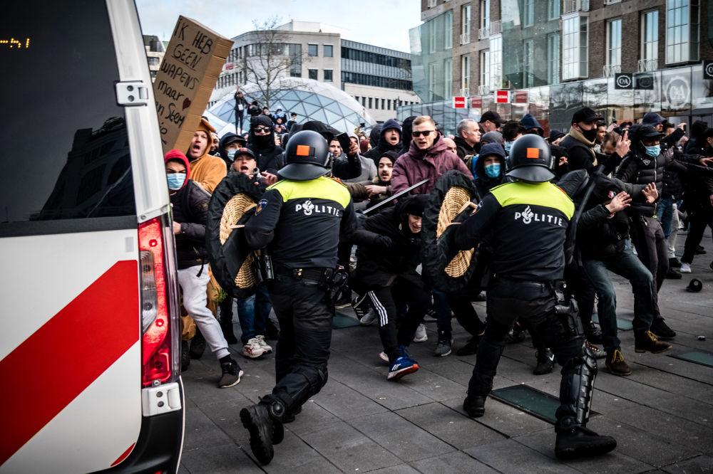 درگیری پلیس و معترضان فلند