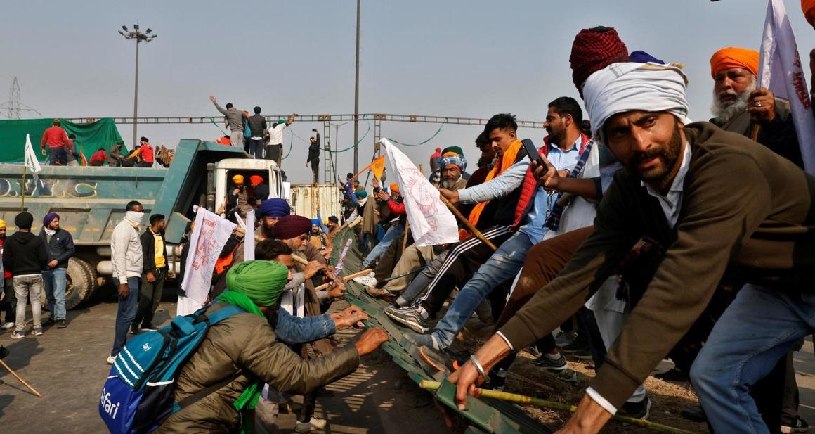 کشاورزان معترض هندی