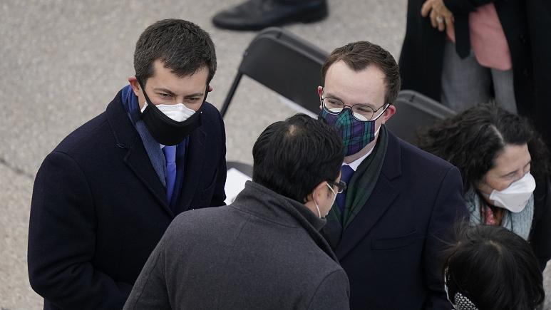 توصیه موسسه ملی آلرژی آمریکا به زدن دو ماسک روی هم برای جلوگیری از شیوع کرونا