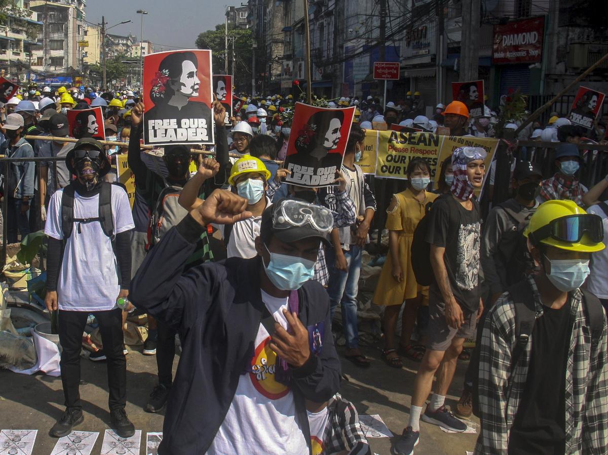 بازداشت 8 خبرنگار میانماری به خاطر پوشش خبری اعتراضات مردمی