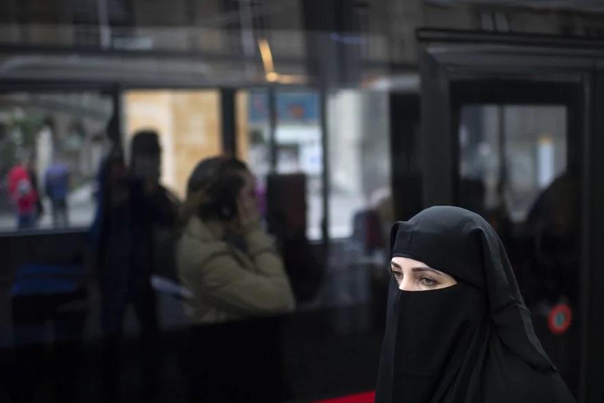 نتیجه همه پرسی سوئیس؛ ممنوعیت استفاده از برقع و نقاب برای زنان مسلمان