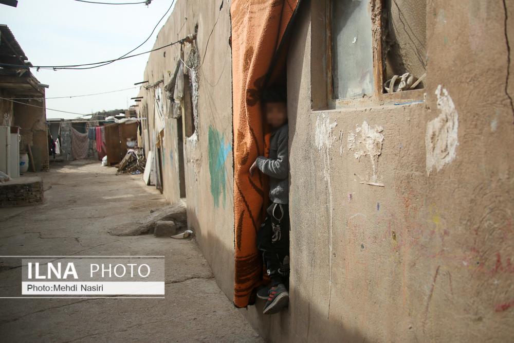 دانشآموزان خاورشهر از مدرسه تلویزیونی هم بیبهرهاند/ جمعآوری آجر به جای تحصیل/ کار میکنیم تا نان بخریم