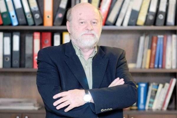 پیکر انیس نقاش به لبنان منتقل شد