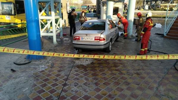 تصادف مرگبار در خیابان خاوران تهران/ ورود خودروی سمند به پایانه اتوبوسرانی/ کشته شدن ۲ عابر پیاده