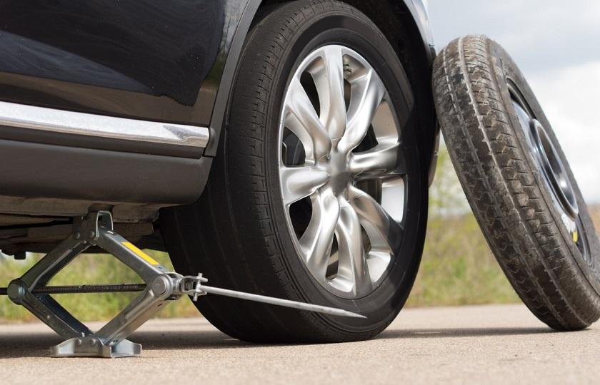 نکات کلیدی در مورد تعویض لاستیک پنچر شده خودرو / آسان اما پر خطر! (+جزئیات)
