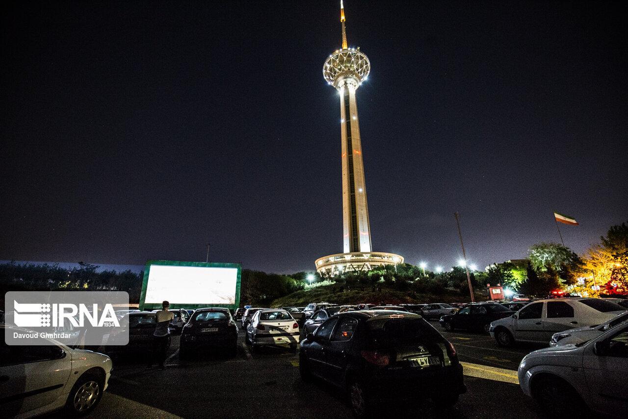 برگزاری سینما ماشین در برج میلاد تهران (+عکس)