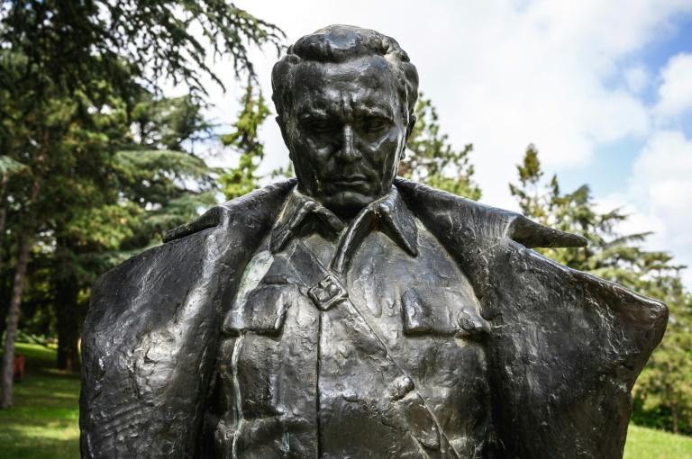 مجسمه ژنرال تیتو