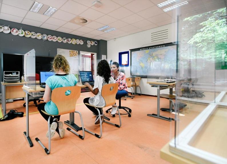 جداسازی دانش اموزان و معلمان در مدارس هلند