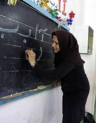 معلمان غیردولتی عدم دریافت حقوق را به سامانه تلفنی ۴۳۱۷ گزارش دهند
