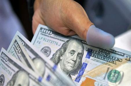 دلار ۱۰۰ تومان گران شد/ یورو؛ ۱۷۲۰۰ تومان