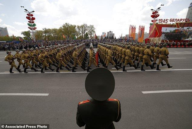 رژه نظامی در بلاروس در بحبوحه کرونا