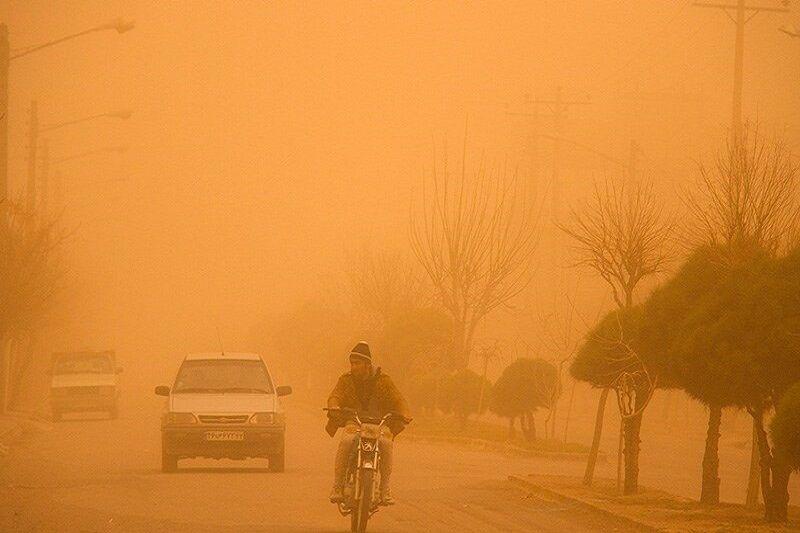 کاهش ساعت کار ادارات خوزستان به دلیل وقوع گرد و خاک