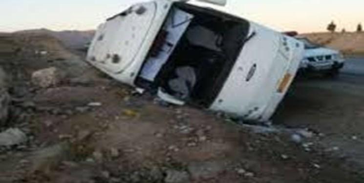 یک کشته و ۸ مصدوم بر اثر واژگونی مینیبوس در جاده مشهد