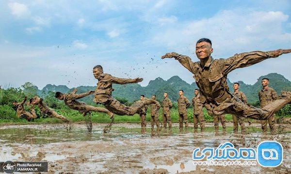 آموزش نظامیان چینی در گل و لای (عکس)